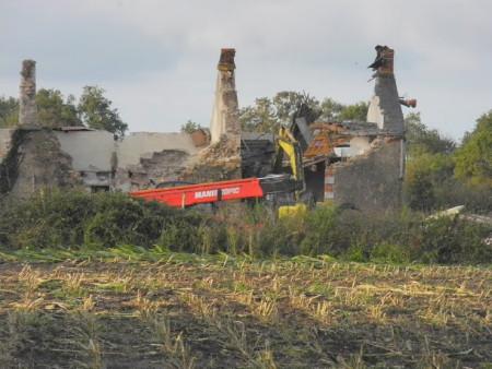 Destructie in het kader van de bouw van het geplande vliegveld bij Nantes